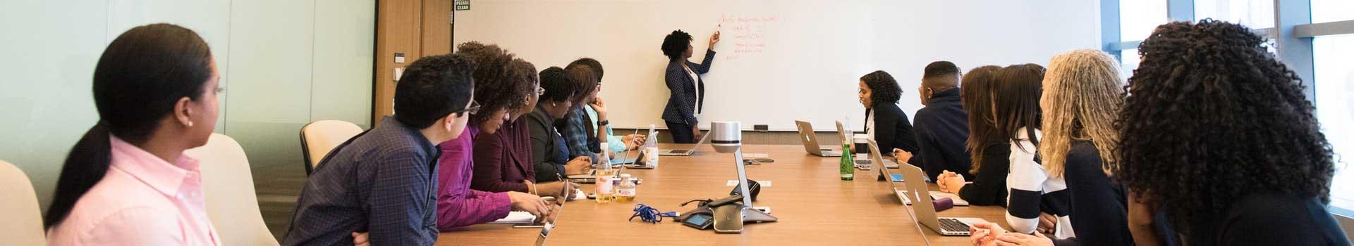 Onze (praktijk)opleidingen zijn inmiddels een begrip in de markt, onze interne trainingen/opleidingen zijn uitgegroeid tot een volledig training- en cursusaanbod.